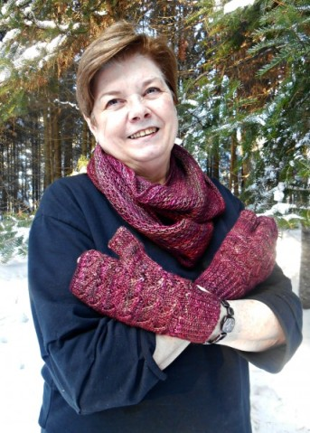 Patterns:  Cafe au Lait Mitts by Paula McKeever & Honey Cowl by Antonia Shankland  Yarn:  Malabrigo Silky Merino in Jupiter